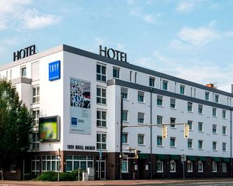 Tryp By Wyndham Bremen Airport - Bremen - Building
