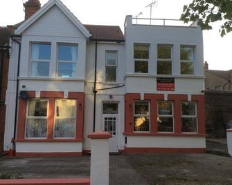 Malvern Lodge Guest House - Westcliff-on-Sea - Building