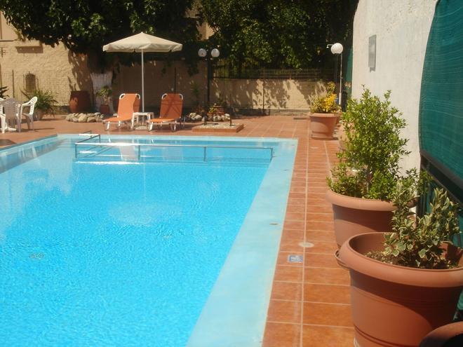 Iliaktida Apartments - Chania - Pool
