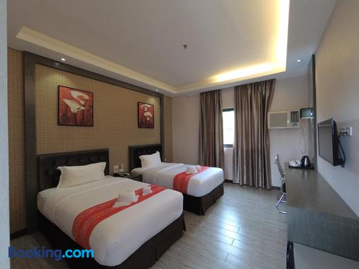 Vienna Hotel - Coron - Bedroom