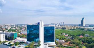 Novotel Bangkok Bangna - Bangkok - Outdoors view