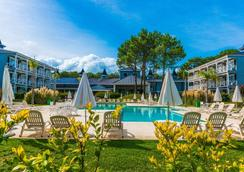 Howard Johnson by Wyndham Carilo Convention Center - Cariló - Pool