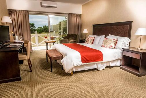 Howard Johnson by Wyndham Carilo Convention Center - Cariló - Bedroom