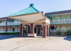 Motel 6 Groton Ct - Groton - Building