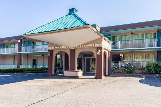Motel 6 Groton Ct - Groton - Edificio
