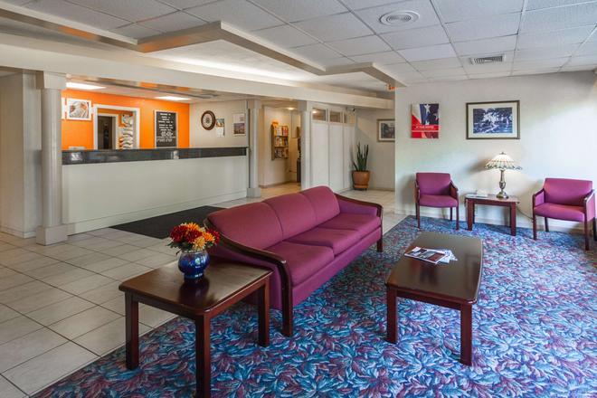 Motel 6 Groton Ct - Groton - Recepción