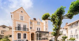 Hôtel Anjou - บีอาริส - อาคาร