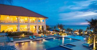 美憬閣富國島拉維朗達度假酒店 - 富國 - 游泳池