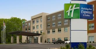Holiday Inn Express & Suites Altoona - Altoona