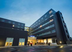 Park Inn by Radisson Copenhagen Airport - Copenhagen - Building