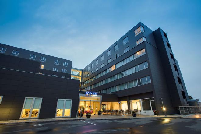 Park Inn by Radisson Copenhagen Airport - Copenhagen - Building