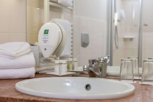 Wyndham Garden Quedlinburg Stadtschloss - Quedlinburg - Bathroom