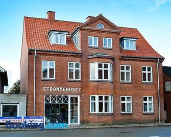 Strømpehuset - Oster Assels - Building