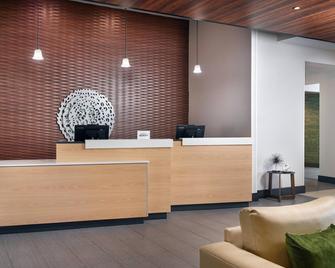 Fairfield Inn & Suites By Marriott Asheville Airport/Fletcher - Fletcher - Front desk