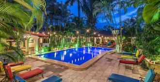 利里奧別墅酒店 - 曼努埃爾安東尼奧 - 曼努埃爾安東尼奧 - 游泳池