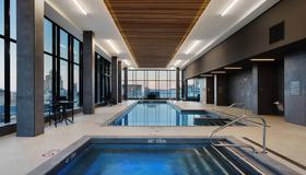 AC Hotel by Marriott Montreal Downtown - Montréal - Piscina
