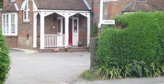 Masslink Guest House - Horley