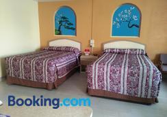 Super Inn - Daytona Beach - Bedroom