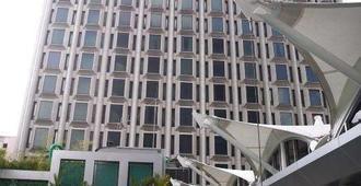 Peninsula Excelsior Hotel - Singapore - Rakennus