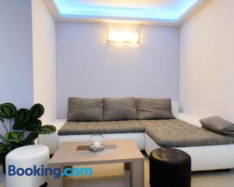 Lara Apartments - Makarska - Living room