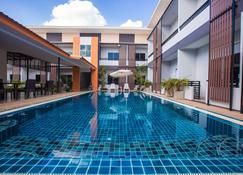 The S.G Hotel - Buri Ram - Alberca