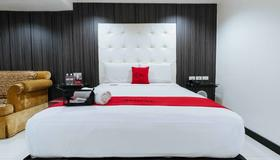 RedDoorz Plus @ V. Mapa Extension Santa Mesa - Manila - Bedroom
