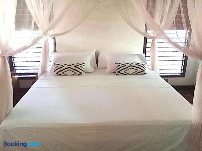 Herbs Guest House - Adults Only - Moalboal - Bedroom