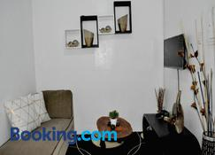Gensan Apartment Rental - General Santos - Wohnzimmer
