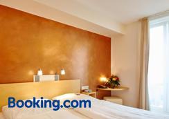Town Hotel Wiesbaden - Wiesbaden - Bedroom