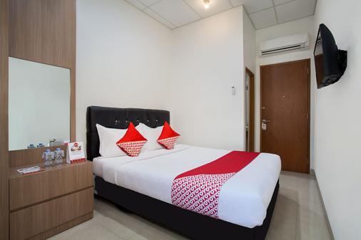 Oyo 106 Sarkawi Residence - Jakarta - Bedroom
