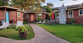 Andril Fireplace Cottages - Pacific Grove - Patio