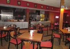 Ramada by Wyndham Alpena Hotel & Conference Center - Alpena - Restaurant