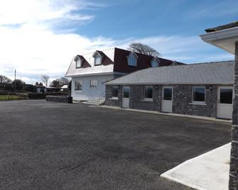 The Red Cottage & Stables - Sligo - Building