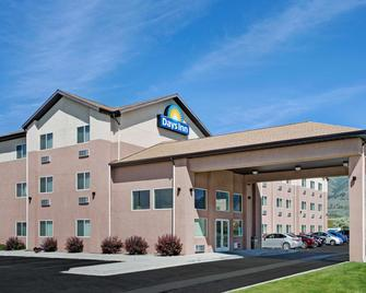 Days Inn by Wyndham Brigham City - Brigham City - Gebäude
