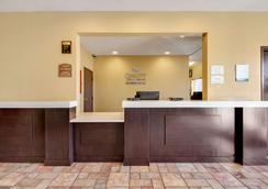 Quality Inn & Suites - Lincoln - Lobby