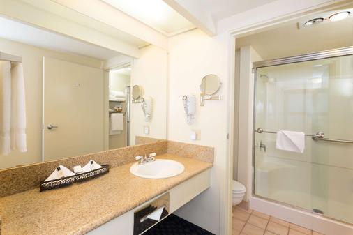 The Marina Inn on San Francisco Bay - San Leandro - Bathroom