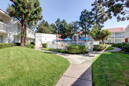 Motel 6 Irvine Orange County Airport - Santa Ana - Rakennus