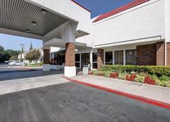 Motel 6 Irvine Orange County Airport - Santa Ana - Edificio