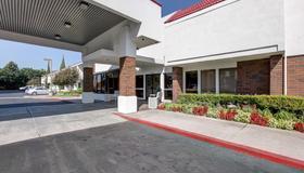 Motel 6 Irvine Orange County Airport - Santa Ana - Building