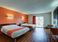 Motel 6 Irvine Orange County Airport - Santa Ana - Bedroom