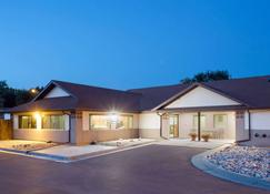 Super 8 by Wyndham Hot Springs - הוט ספרינגס - בניין