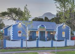 Outeniqua Travel Lodge - George - Building
