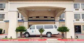 Quality Inn and Suites Airport - Austin