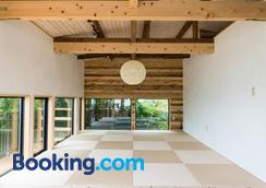 Onsen Guesthouse Hakone Tent - Hostel - Hakone - Lobby