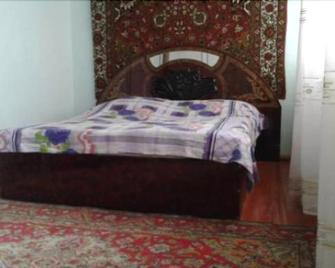 Ilgars Guesthouse - Sheki - Bedroom