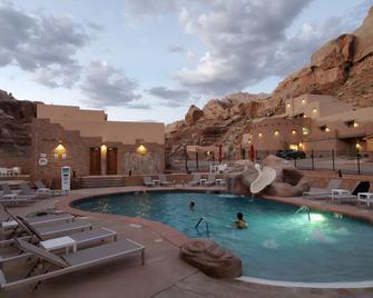 Bluff Dwellings Resort - Bluff - Pool