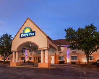 Days Inn by Wyndham Milan Sandusky South - Milan - Building