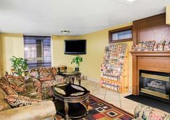 Days Inn & Suites by Wyndham Downtown Gatlinburg Parkway - Gatlinburg - Lounge