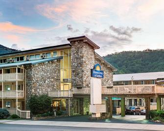 Days Inn & Suites by Wyndham Downtown Gatlinburg Parkway - Gatlinburg - Rakennus