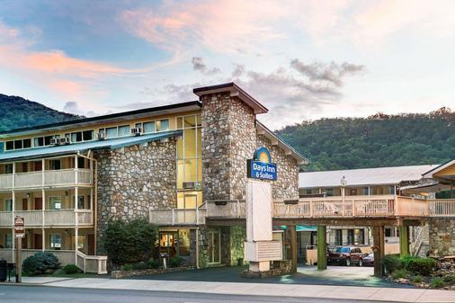 Days Inn & Suites by Wyndham Downtown Gatlinburg Parkway - Gatlinburg - Building